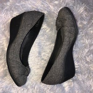 Dexflex Comfort Gray Wedged Heels